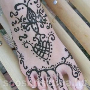 Arab hennaminta lábfejen. Hennafestő: Soós Krisztina