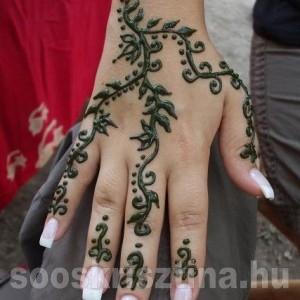 Indás-leveles kézfej henna. Hennafestő: Soós Krisztina