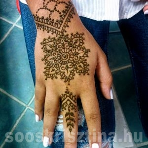 Henna kézen, hennafestő Soós Krisztina