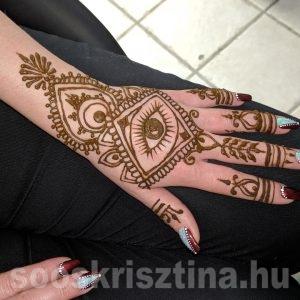 Kéz-szem henna, Soós Krisztina